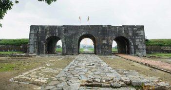 Cổng chính thành nhà Hồ - Thanh Hóa