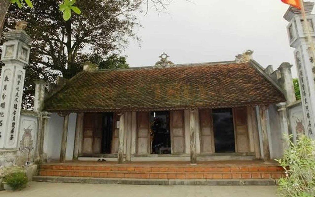 Đền thờ nàng Bình Khương dưới chân thành Nhà Hồ